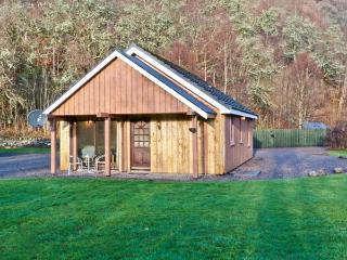 STONE WATER, lovely lochside location, WiFi, fishing available, child-friendly, close to Strathpeffer, Ref. 904198 - Ross and Cromarty vacation rentals