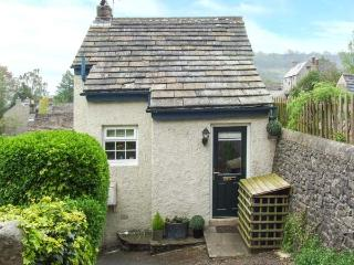 FOXGLOVE COTTAGE, romantic cottage, woodburner, mezzanine sitting area, in Calver, Ref. 28963 - Peak District vacation rentals