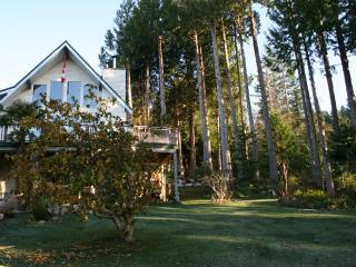 A Peaceful Retreat at the Edge of the Forest - Sunshine Coast vacation rentals