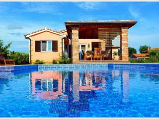 4 **** Villa with swimming pool near Porec, Istria - Kastelir vacation rentals