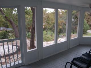 Renovated & Stylish 2BR Texas Home w/ Screened Porch - Feels Like Home! - Glen Rose vacation rentals