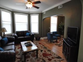 Roscoe Village- Only steps to cute shops & dining! - Chicago vacation rentals