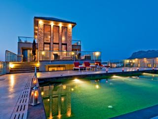 Seafront Luxury Villas With Pool & Tennis Court - Chania vacation rentals