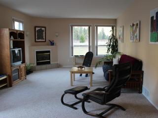 2 Bdr Suite,Gallery, great view, place to relax - Keremeos vacation rentals