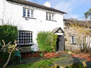 FARMSTEAD, character cottage, woodburner, en-suite, walks from the door, near Coniston, Ref 27144 - Coniston vacation rentals