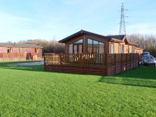 MANOR LODGE, on-site facilities including pool, dog-friendly, en-suite, detached lodge in South Lakeland Leisure Village, Ref. 9 - Carnforth vacation rentals