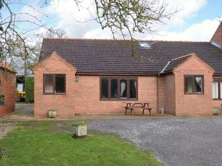 THE GRANARY, single-storey cottage with free tennis and subsidised golf, near York, Ref. 904237 - York vacation rentals