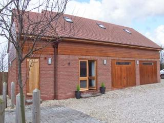 OWL'S HOOT, all ground floor, off road parking, ideal for couples and families, in Stratford-upon-Avon, Ref 904549 - Stratford-upon-Avon vacation rentals