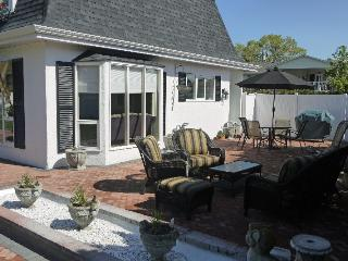 Pet friendly home with beach access across street - Kelowna vacation rentals