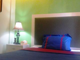 Queen size Bedroom by the Pool - Budget Price - Solo vacation rentals
