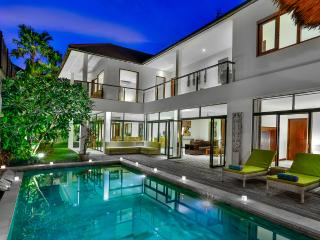 Villa Coco Bidadari Seminyak - 4 Bedroom large living area - Bali vacation rentals