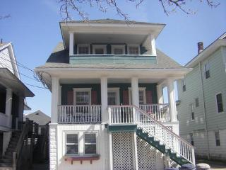 Classic 4 Bdr Ocean City Beach Block Upper Cottage - Ocean City vacation rentals