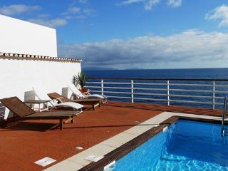 Holiday villa for up to 8 people  with private pool and in exclusive location - PT-1075677-Santa Cruz - Madeira vacation rentals