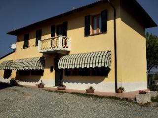 Spacious 3 bedroom villa, garden and views - Santo Stefano Belbo vacation rentals
