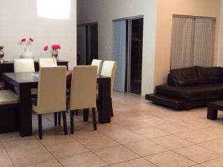 Davie 3 bedrm home-15 mins from Hollywood Beach - Davie vacation rentals