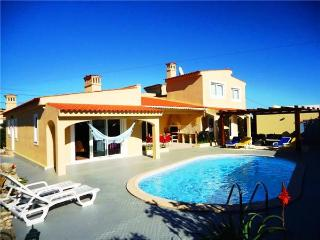 Holiday house for 8 persons, with swimming pool , in Portimao - Portimão vacation rentals
