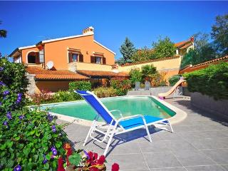 Newly renovated holiday house for 10 persons, with swimming pool , in Muntic - Muntic vacation rentals