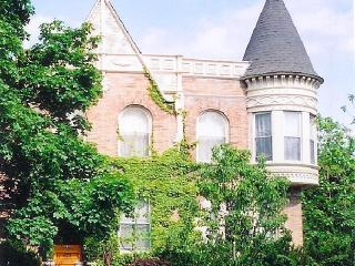 BEAUTIFULLY FURNISHED APARTMENT IN LOVELY HISTORIC HOME - Illinois vacation rentals