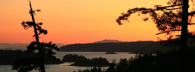 Bluffs on Bowen, views forever, spectacular sunsets - Image 1 - Bowen Island - rentals