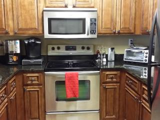 Close to UA! Upscale Condo! Sleeps 7 in Beds - Tuscaloosa vacation rentals