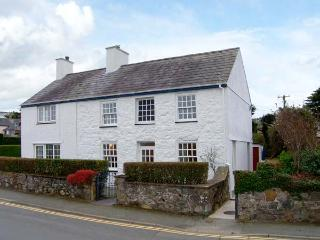 GLAN Y DON, semi-detached cottage, open fire, beachside location, ideal for families, in Abersoch, Ref 20128 - Abersoch vacation rentals
