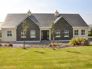 REARDON'S HOUSE, detached, all ground floor, open fire, parking, garden, in Portmagee, Ref 903994 - County Kerry vacation rentals