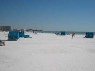 2BR2BA Siesta Key Crescent Beach HDTV PVR FreeWiFi S - Siesta Key vacation rentals