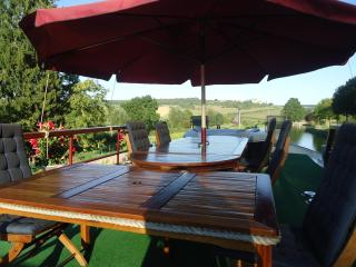 Bed&Breakfast  on a luxury boat 35kms W - Dijon - Dijon vacation rentals