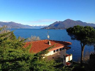 Villa with frontal lakeview near Stresa! - Levanto vacation rentals
