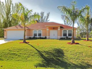Southern exposure Vacation home by the water with over-sized pool! - Cape Coral vacation rentals