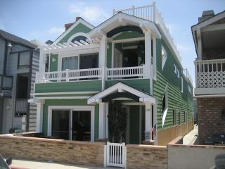 120 B 24th Street- Upper 3 Bedroom 2 Bath - Orange County vacation rentals