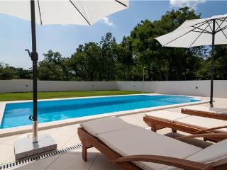Holiday house for 8 persons, with swimming pool , in Marcana - Bratulici vacation rentals