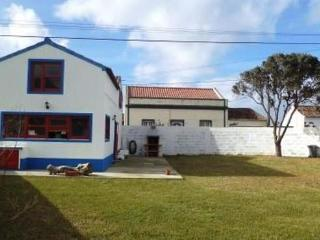Plot with 300m2, fully fenced -  Holiday house with much light - PT-1077194-Mosteiros - Azores vacation rentals