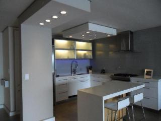 Superbowl dream SPACIOUS FURNISHED UNIT w/ BALCONY in LUXURY BUILDING, $1,800/night - Fort Lee vacation rentals