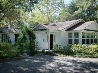 THE BUNGALOW, House on Historic Estate, Summerville, Charleston - Summerville vacation rentals