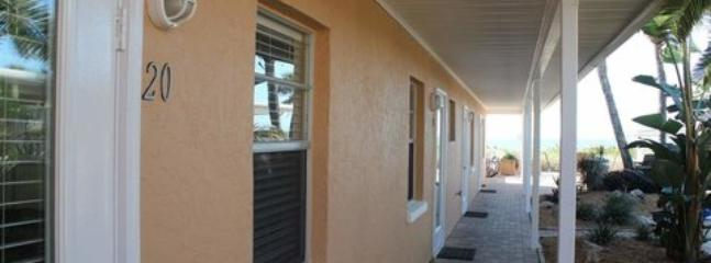 Beachside Efficiency #20 ~ RA43916 - Image 1 - Nokomis - rentals