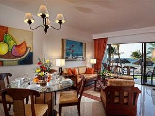 Dining/ Living Area - The Royal Cancun ,2 B.R.Beachfront Suite, 969 sqft - Cancun - rentals
