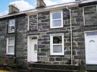 CRUD Y GWYNT, terraced, stone cottage, central location, enclosed patio, in Trawsfynydd, Ref 18939 - Gwynedd- Snowdonia vacation rentals