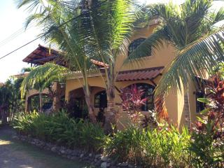 BEACH CLOSE 2BR/2Bath Loft, CABLE INTERNET, FURNISHED, PARADISE HOME - Esterillos Oeste vacation rentals