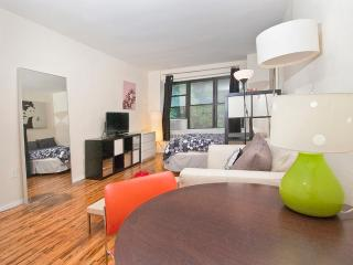 Midtown studio for 3-WIFI-fun area - Manhattan vacation rentals