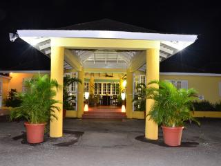 PARADISE MRR-132990-  STANDARD SUITES | SUPER KING-SIZE BED | OCHOS RIOS | TOP ATTRACTIONS - Montego Bay vacation rentals