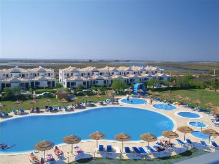 1 BEDROOM APARTMENT FOR 4 IN NATURAL PARK OF RIA FORMOSA | CABANAS | TAVIRA | REF: 133691 - Tavira vacation rentals
