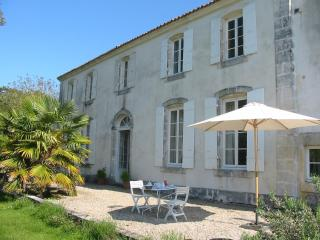 A 18th century B&B in Roman Saintonge. - Venerand vacation rentals