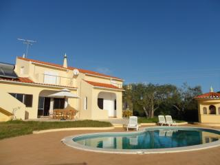 Villa With Pool near The Beach sleeps 9 in comfort - Armação de Pêra vacation rentals