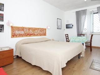 Maya Studio - Near Trastevere - Rome vacation rentals