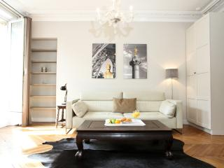 27. MODERN APARTMENT - ENJOY THE BEST OF LE MARAIS - 5th Arrondissement Panthéon vacation rentals