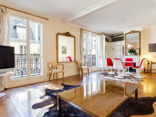 29. SUNNY BALCONY, LARGE & CALM MARAIS APARTMENT - 4th Arrondissement Hôtel-de-Ville vacation rentals