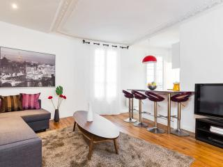 43. Central Apartment - Rue de Rennes-St. Germain - 5th Arrondissement Panthéon vacation rentals
