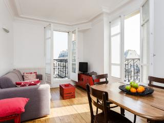 45. Private Apartment - Sunny Balcony - Bastille - 11th Arrondissement Popincourt vacation rentals