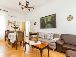 Heart of the centre-Apartment Manuss ( 4 + 2 ) - Split vacation rentals